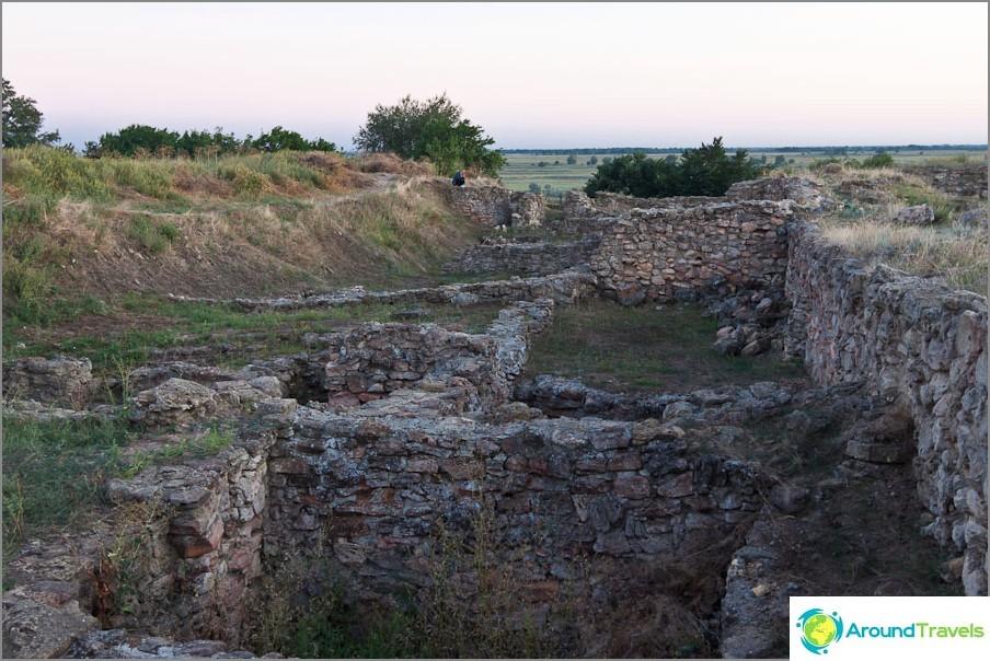 Linnoituksen muurin jäänteet