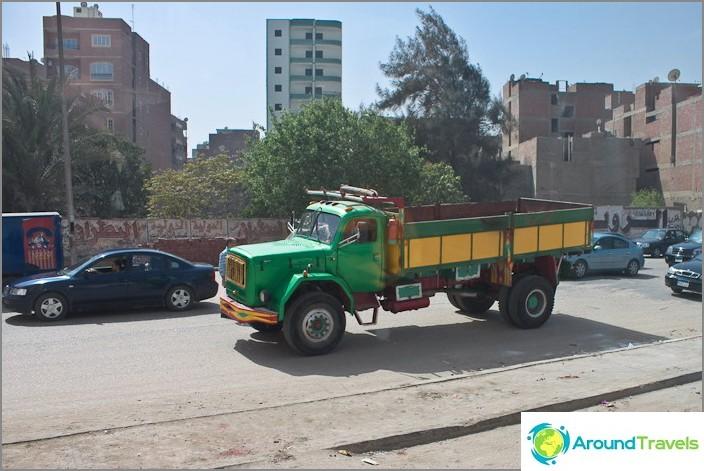 Auton iloinen väritys. Egypti. Kairo.