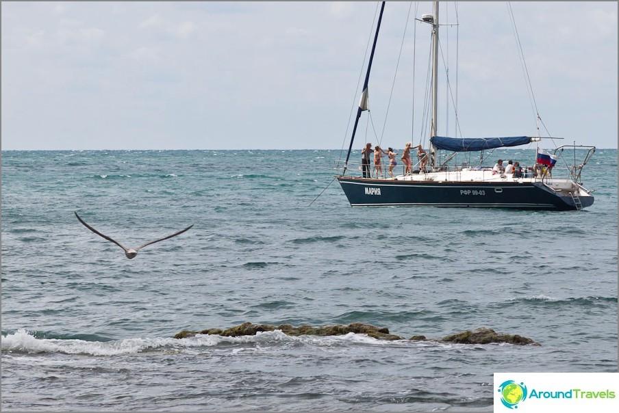 Yachtilla olevat ihmiset syttyvät