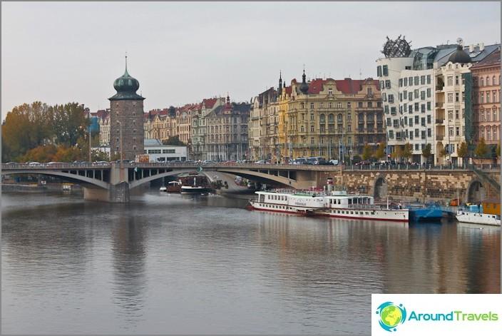 Prahan penkereitä kattopalloilla