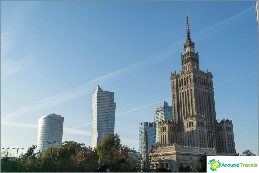 Varsovan keskusta lähellä kulttuurin ja tieteen palatsia