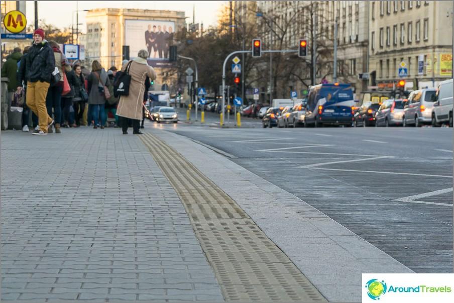 Тротоари, рамкирани с плочки за щори