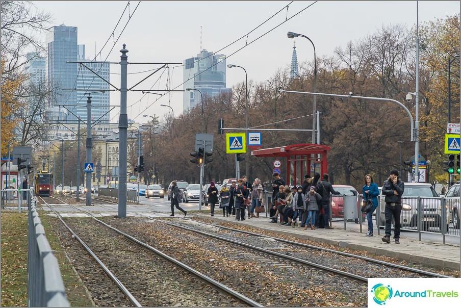 Трамвайна спирка близо до центъра на града