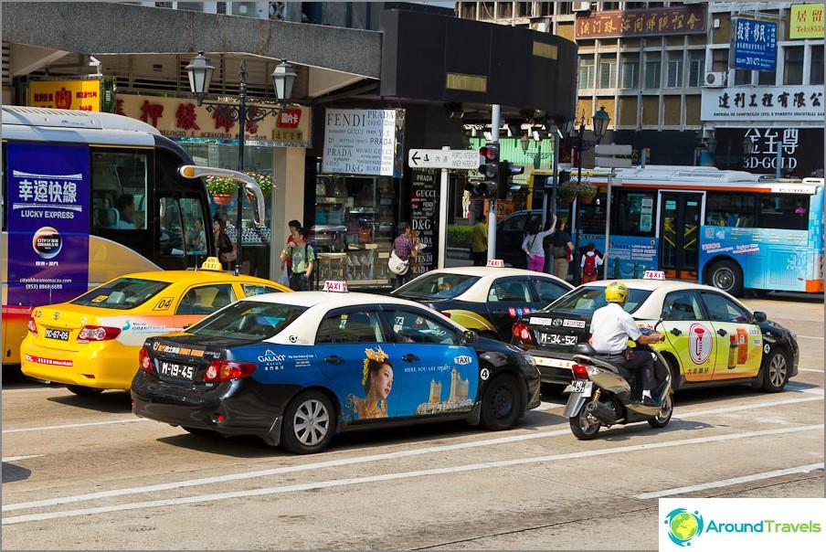 Taksit käyttävät paljon nykyaikaisempia Toyota-malleja.