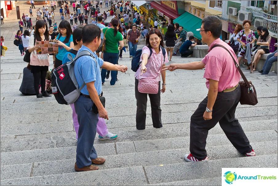 Kiinalaiset leikataan kivisakseiksi, jotka kiipeävät portaita nopeammin