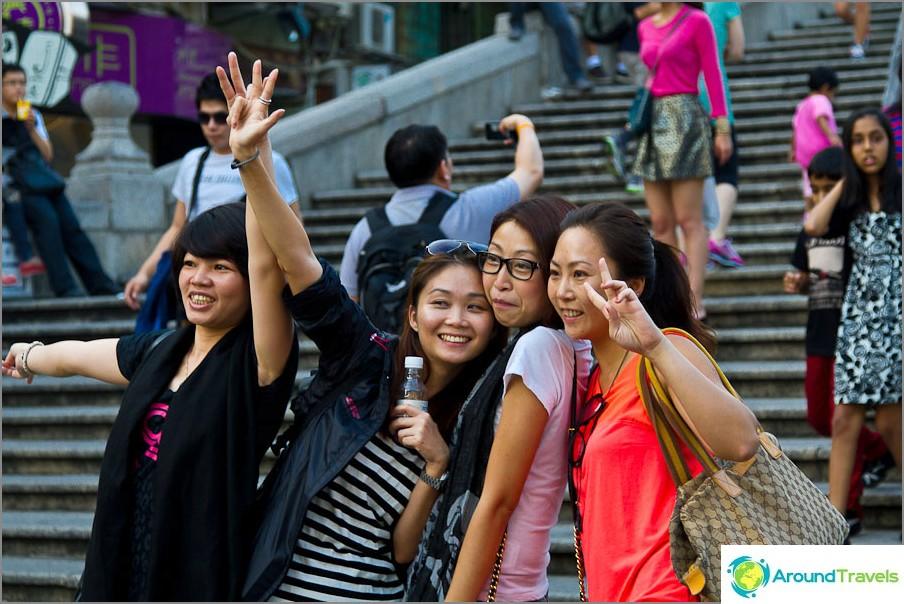 Aasialaiset rakastavat tehdä kuvia