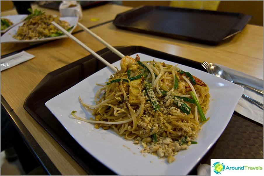 Ensimmäisen kerran viikossa söin herkullisesti, vaikka thaimaalaista ruokaa - Pad Thai