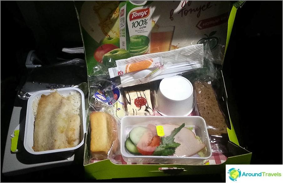 Toisen segmentin, niin niin, ruoka oli Bangkok-Novosib-lennolla paljon parempi