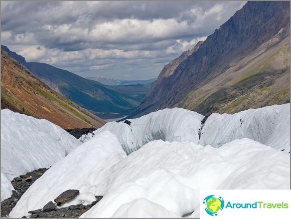 Altai-vuori. Jäätikkö Maash. valokuva Boris Volchek.
