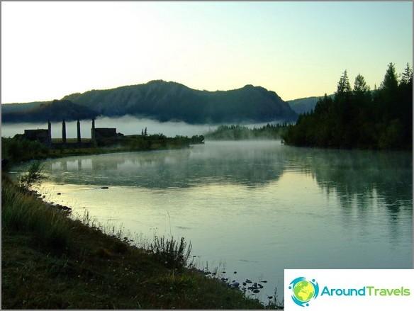 Altai-vuori. Keskeneräinen vesivoimalaitos lähellä Aktashia.