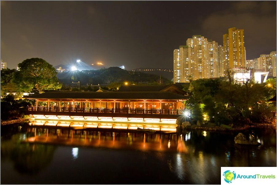 Ja pilvenpiirtäjät nousevat Nan Lian -puiston ympärille