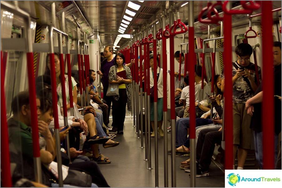 Metrolla vihreällä linjalla Diamond Hill -asemalle