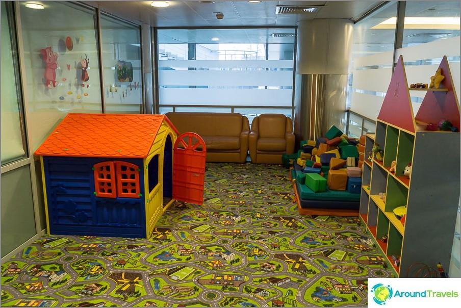Leikkihuone äiti- ja vauvahuoneessa Šeremetjevossa