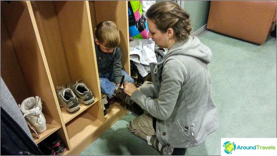 Upea kenkäteline hyppääville pojille
