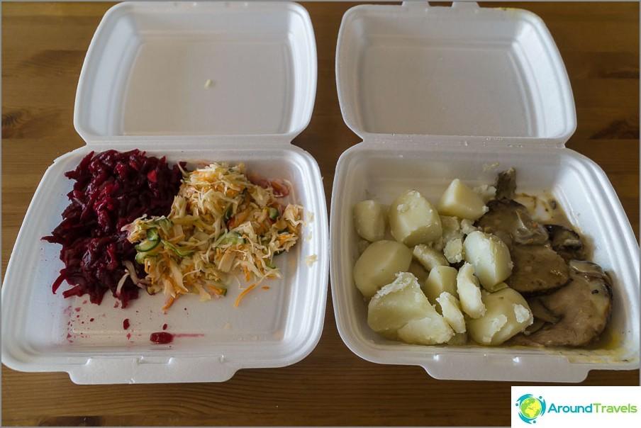 Ruoka ruokasalissa maksaa 180 ruplaa annosta kohti