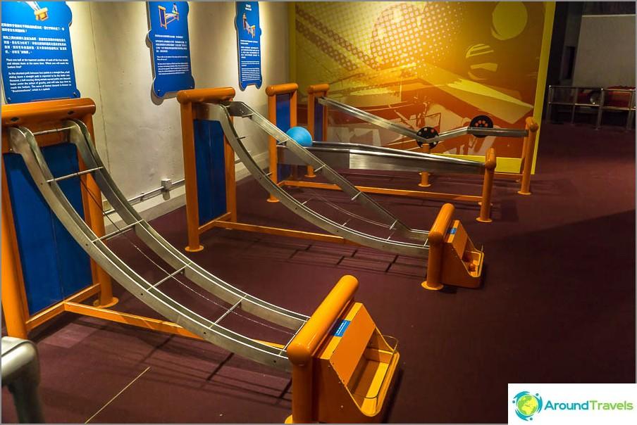 По конкретни предмети можете да изучавате скорост и ускорение
