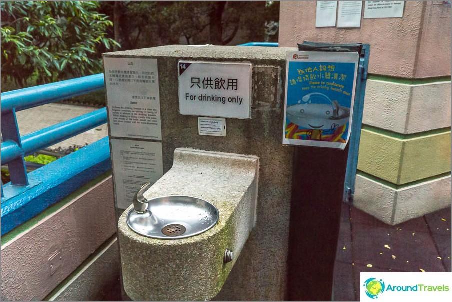 Leikkipaikan lähellä on vesi ja wc
