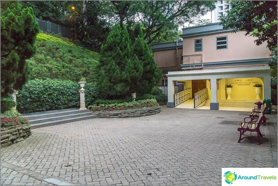 Hongkongin rekisteritoimisto on puiston sisällä