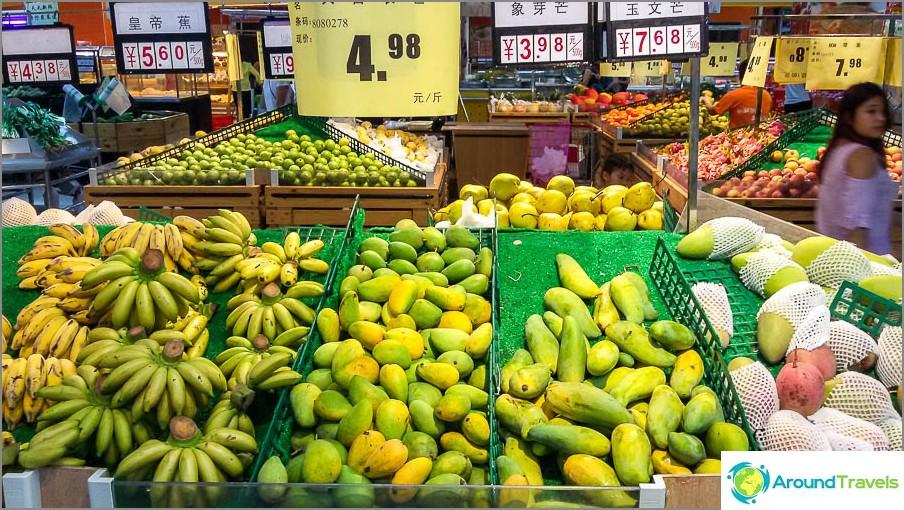 Vasen banaani, oikea mango