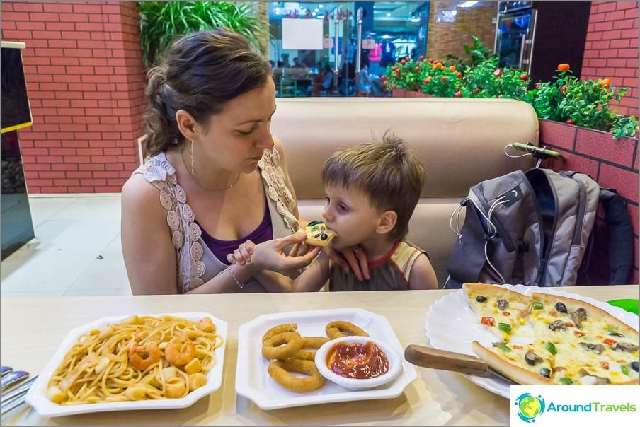 50 yuania pizzakahvilaa ja pizzakahvilaa