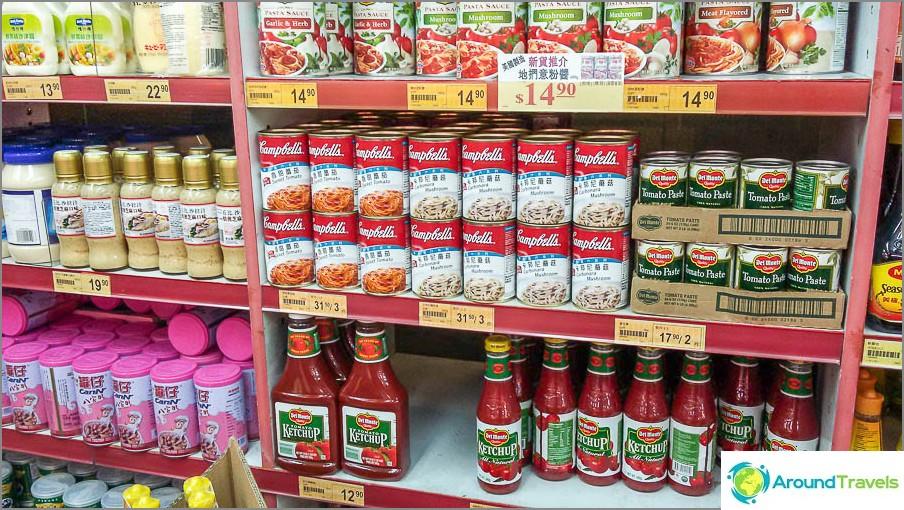 Ketsuppi ja erilaiset pasteet spagettiä varten
