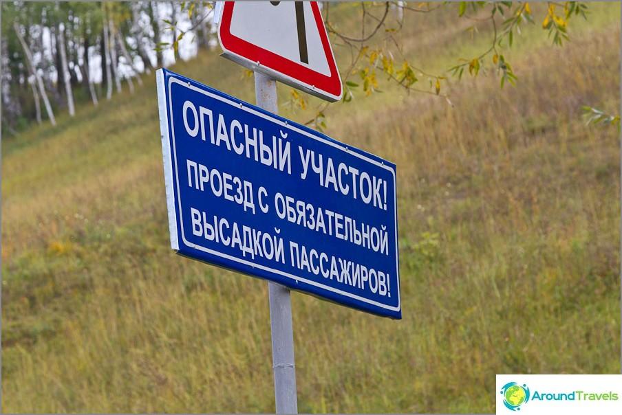 Kirjaudu sisään Vyazovossa joen yli olevan sillan edessä
