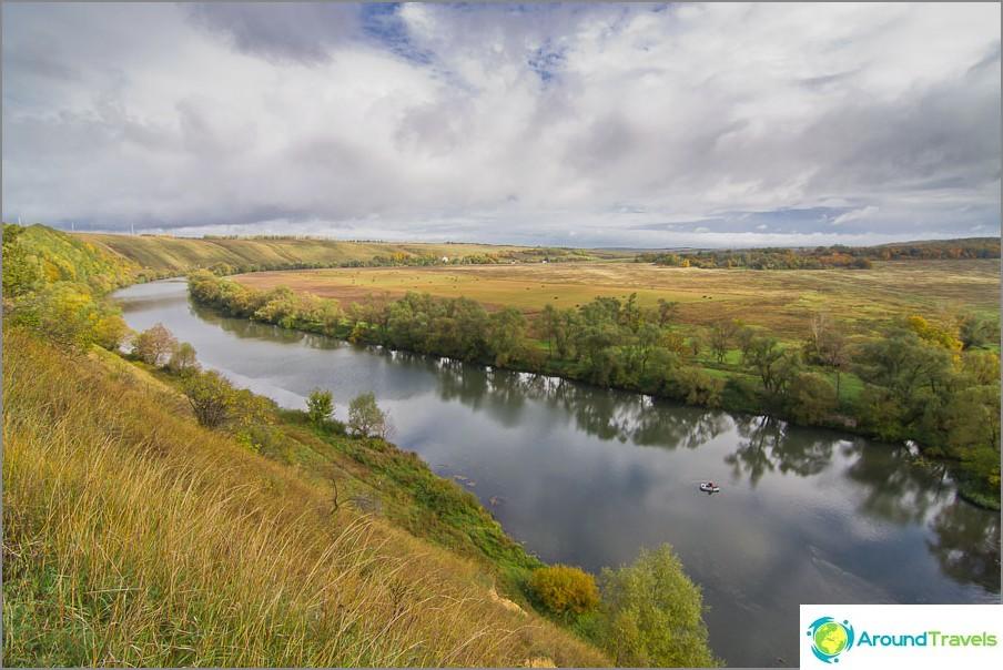 Kaunis Sword River