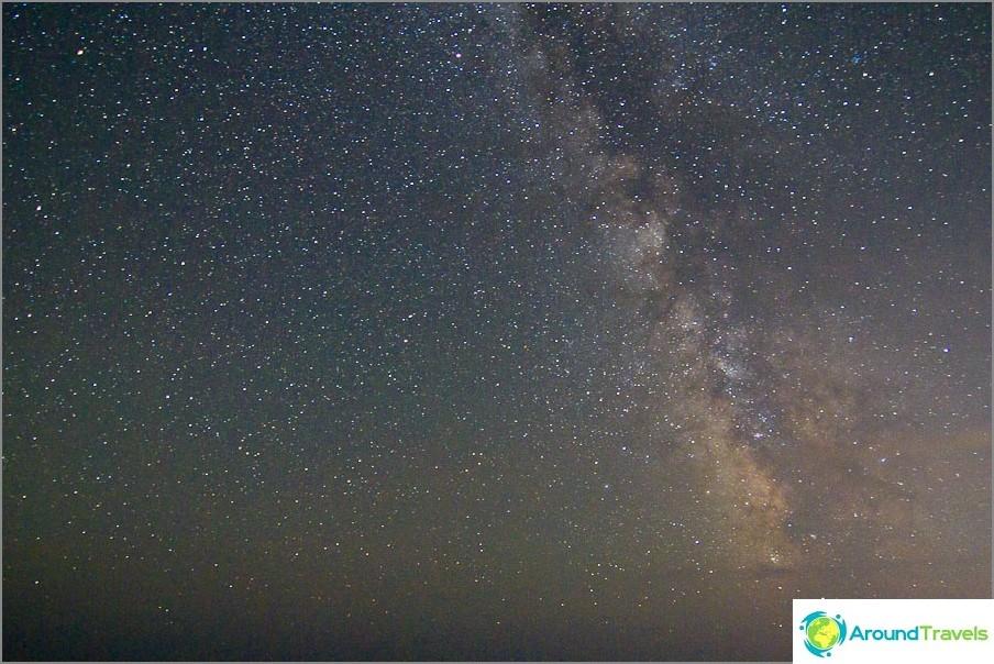 Tähtitaivas meren yli. ISO1600, 11 mm, f2,8, 30 s