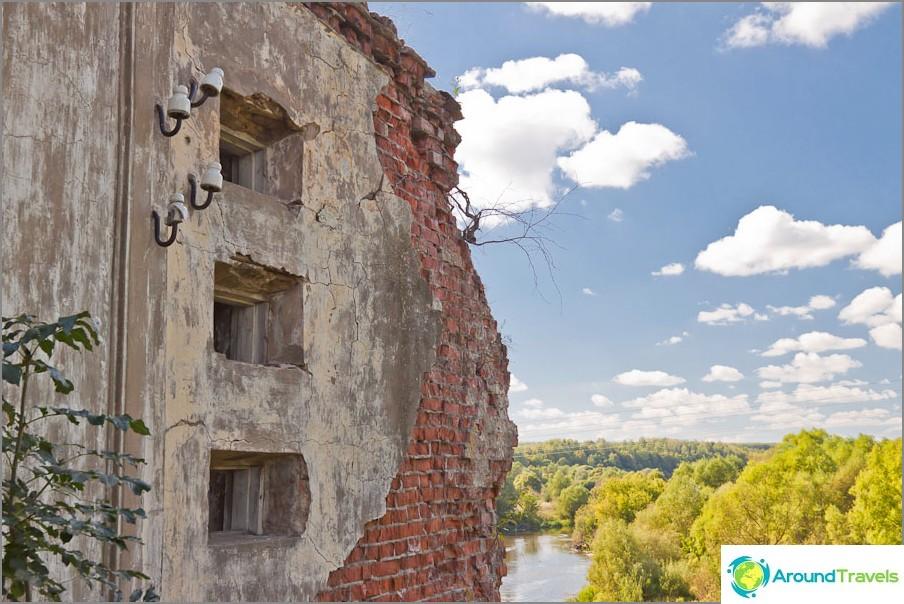 Lykovskajan vesivoimalan jäännökset