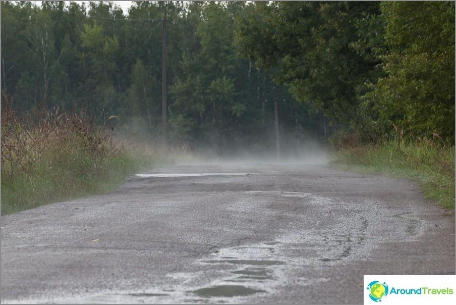 Asfaltti sateen jälkeen