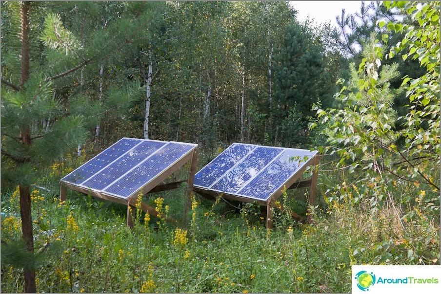 Aurinkopaneelit sähköä varten