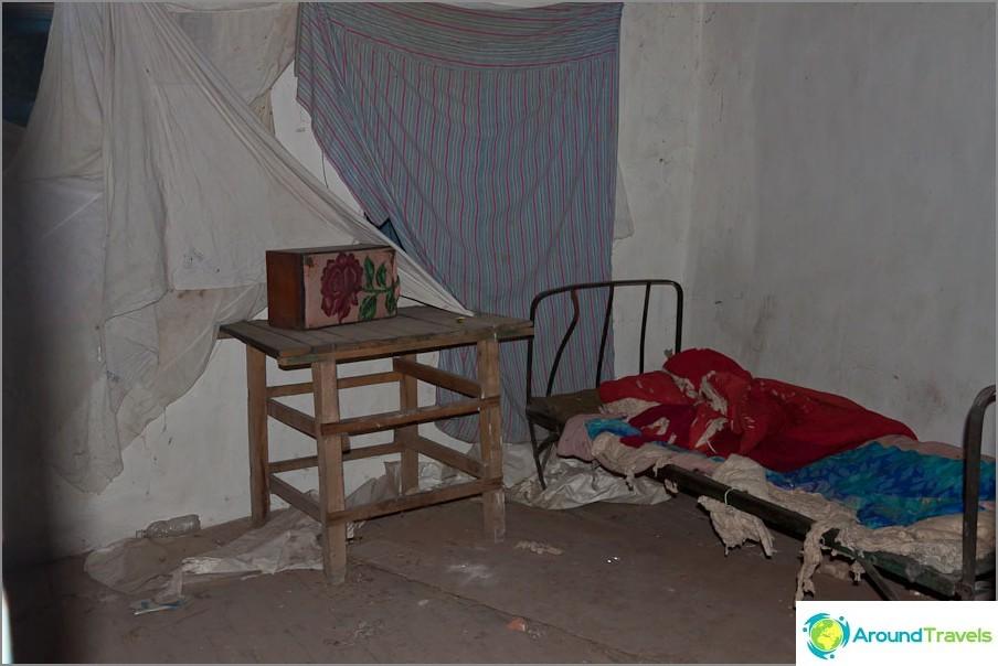 В изоставена къща, както след войната
