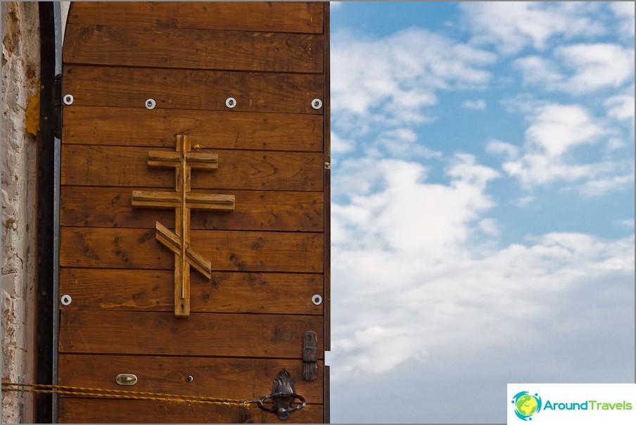 Врата към храма