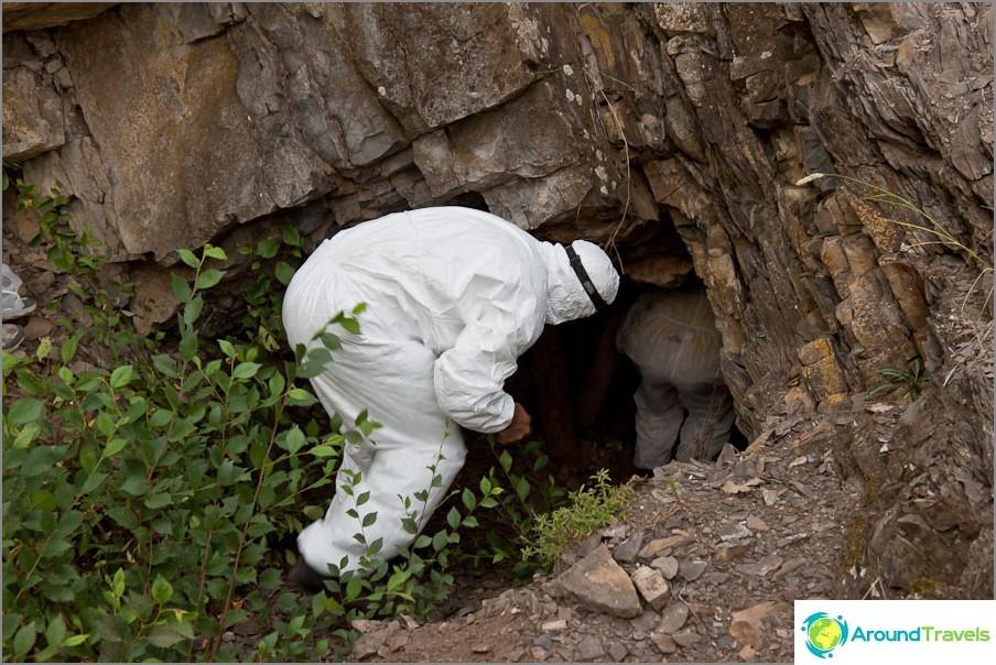 Не пещера, не някакъв вход