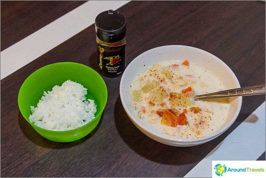 Keitto Tom Kha + riisi + pippuri maun mukaan