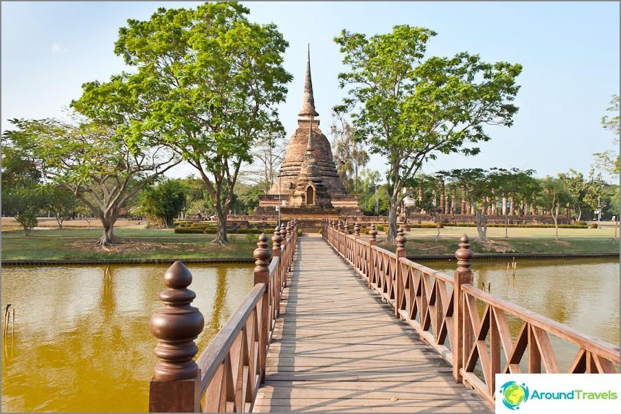 Wat Sa Si istuvan Buddhan kanssa