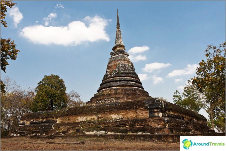 Wat Chedi Ngam lähellä Wat Saphan Hin