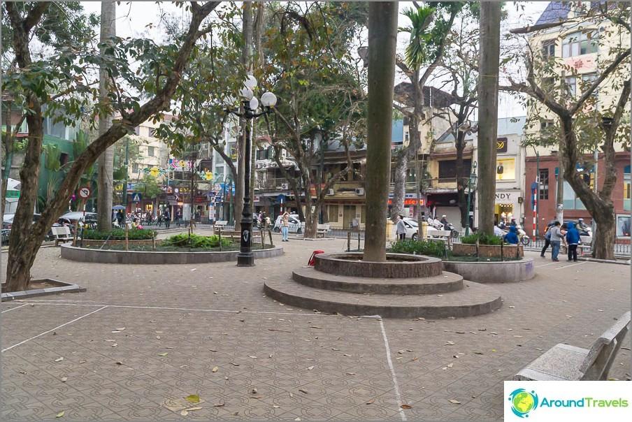 Leikkikenttä Hanoissa - vain leikkipaikka