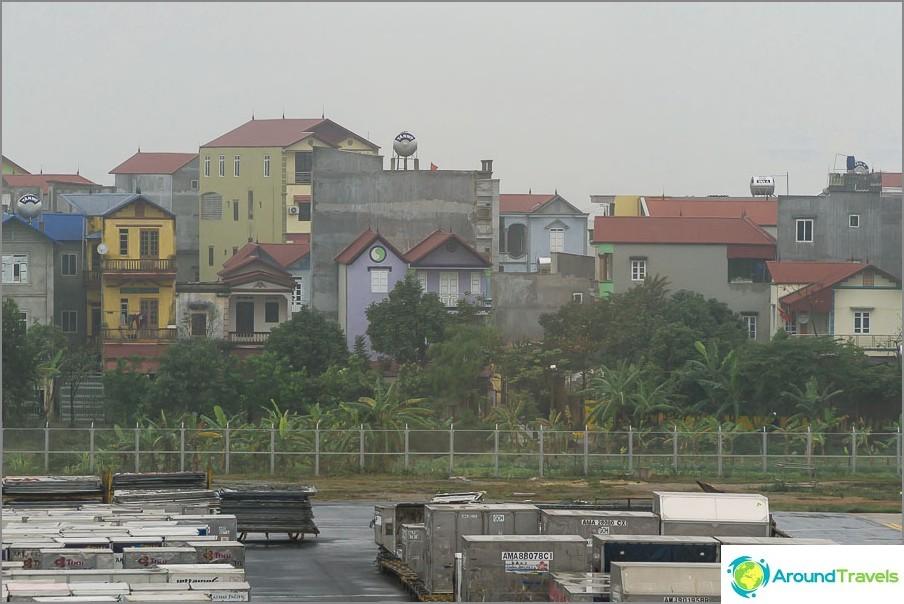 Kehitys laitamilla ja alueella, kuva Hainon lentokentältä