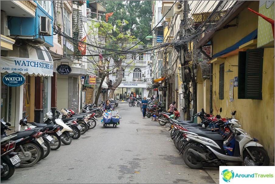 Street Hanoissa iltapäivällä