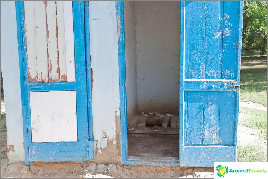 Един от проблемите на града е липсата на тоалетни