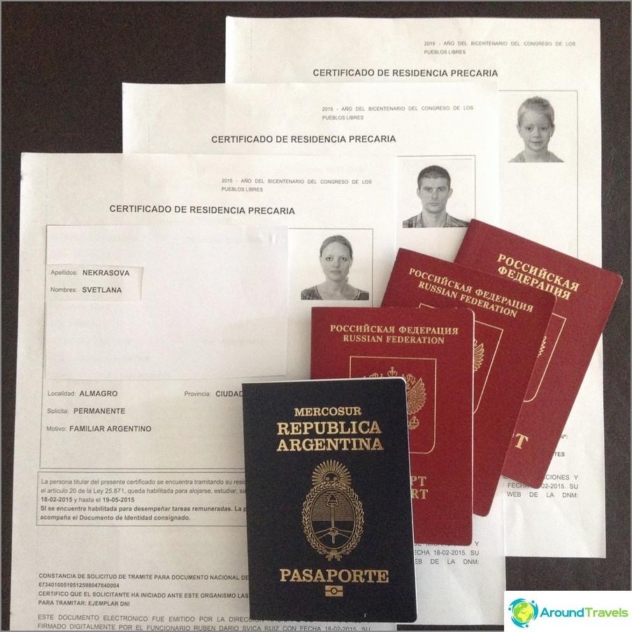 Tytär Anastasian ja Prekarian argentiinalainen passi minua, mieheni ja vanhempaa tytärtä vastaan