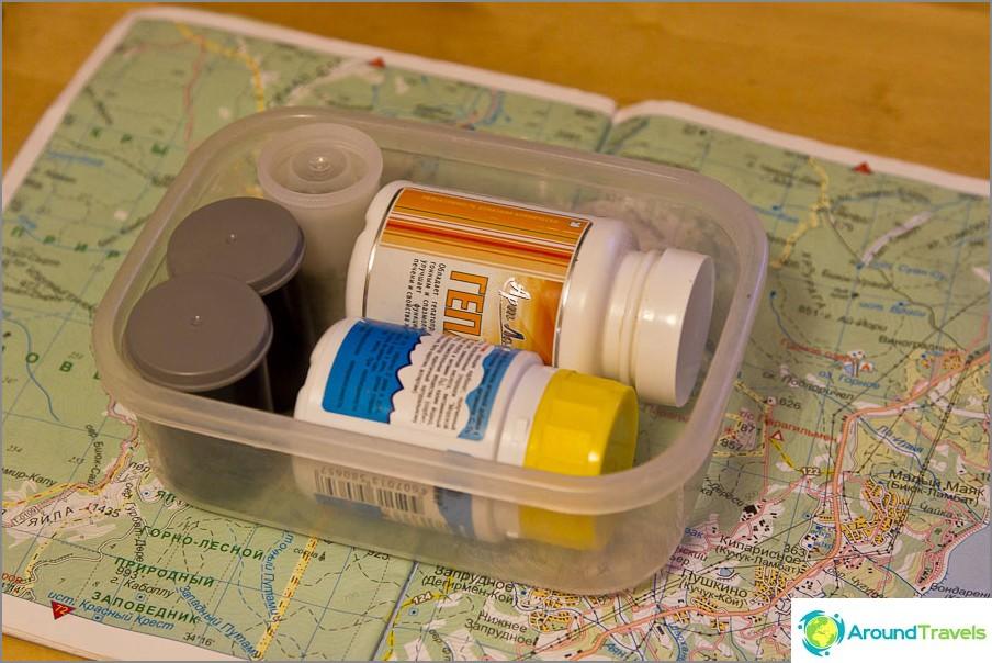 Подправки, чай, сол и пластмасова тавичка за храна