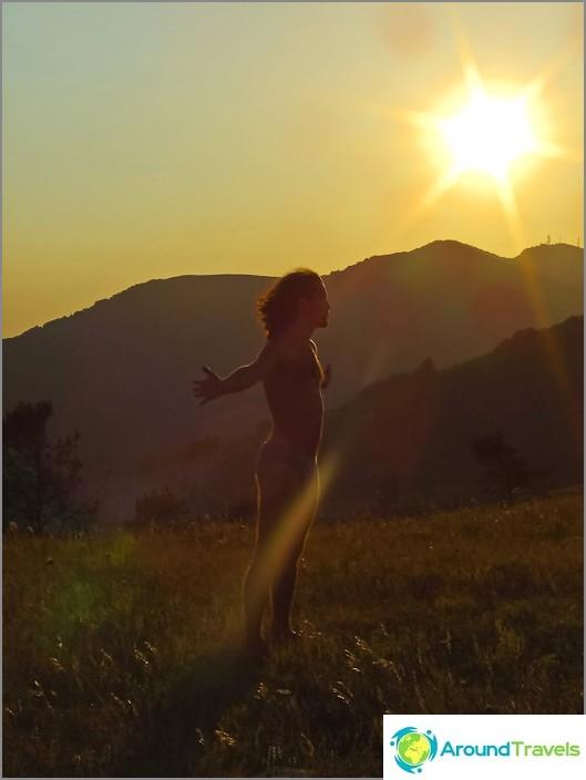 Auringonlasku Nexisin vuorella