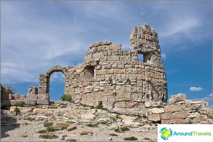 """Крепостта, където е заснет филмът """"Бурята порта"""". Кв. Геленджик."""