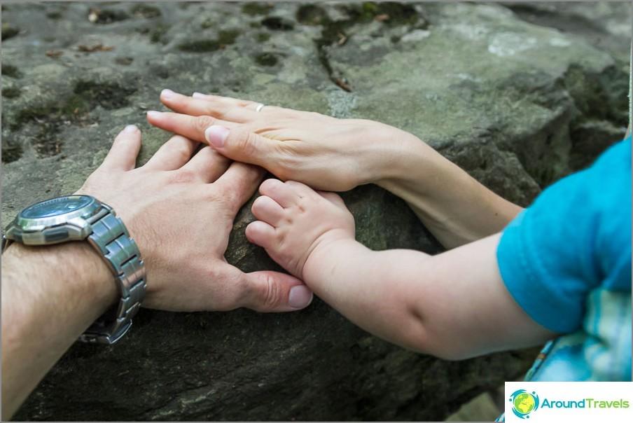 Yhdessä koskemme muinaisia kiviä
