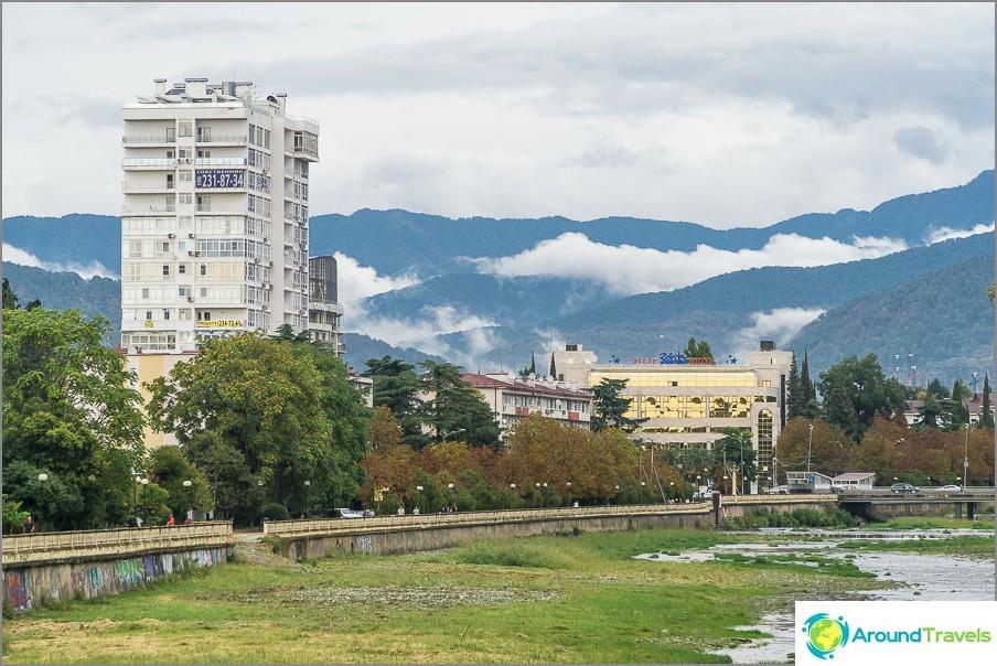 Ако се преместите в Сочи за постоянно пребиваване, тогава можете да разгледате планините цяла година