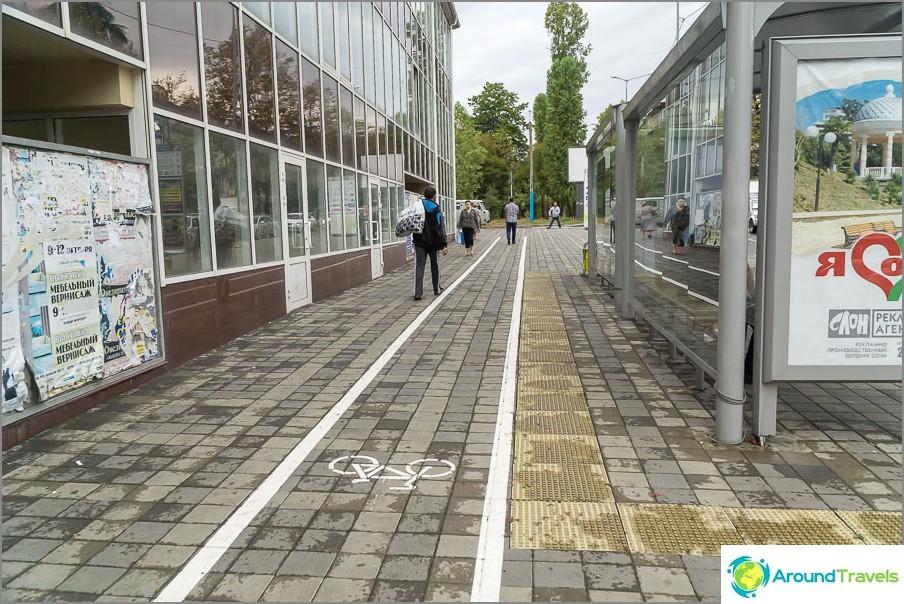 В покрайнините, същия подход, по който има велосипедна пътека, че не е така