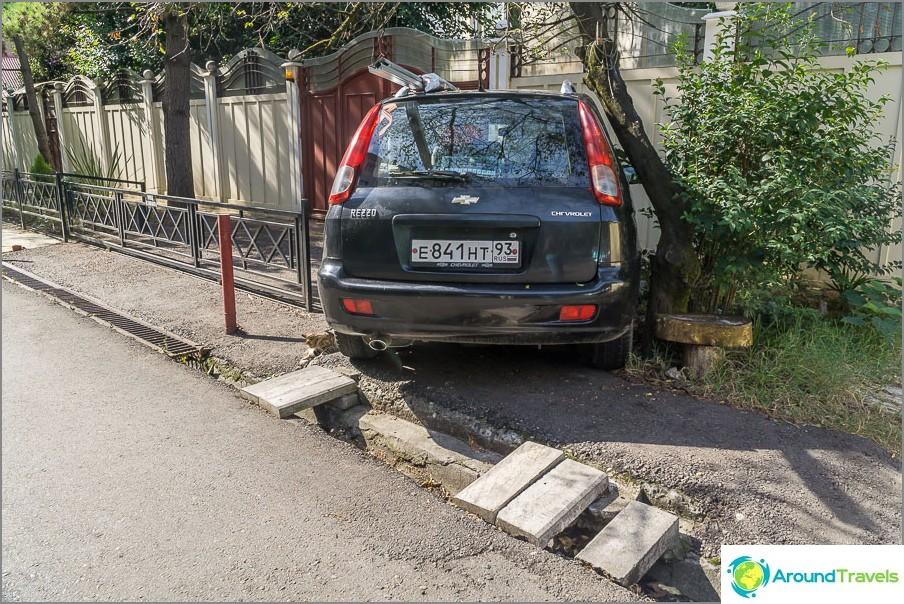 Гениалността на паркирането - така трябва да се научиш, ако се преместиш в Сочи
