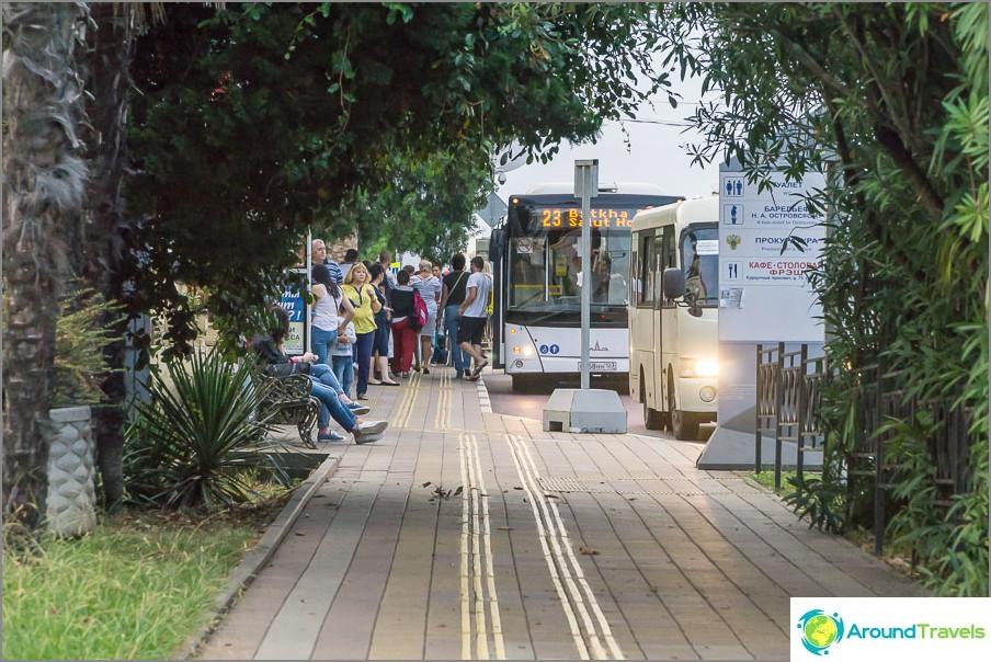 Автобусите са удобни, но микробусите не са много